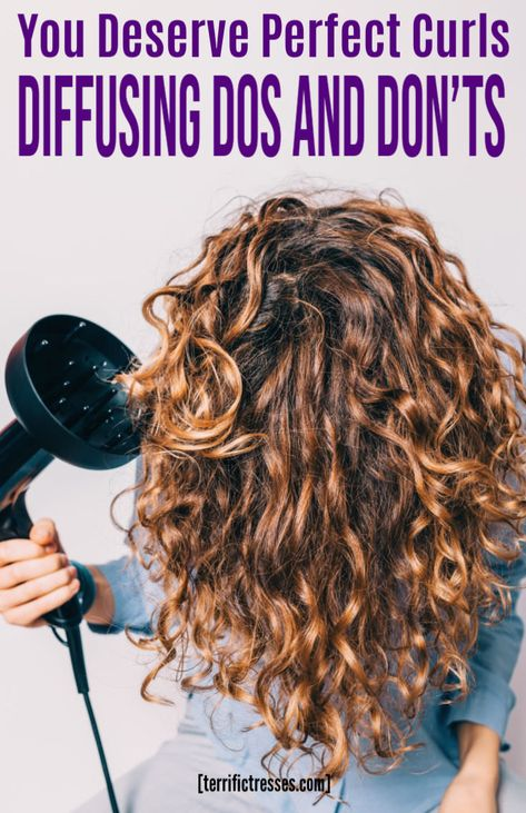 Tips for using a hair diffuser to produce pretty, frizz free curls with volume and texture. Wavy Hair Care, Dry Curly Hair, Curly Hair Tips, Curly Hair Styles, Curly Hair Diffuser, Curly Hair Problems, Curly Hair Tutorial, Curly Girl Method, Beauty