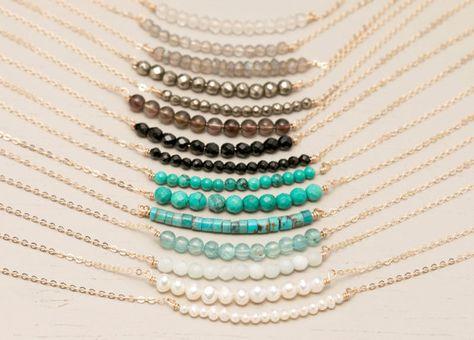 Délicat collier de pierre gemme / Simple collier de pierres de naissance, 14 k remplissage or chaîne ou chaîne en argent Sterling / Gemstone collier Layered Long LN602