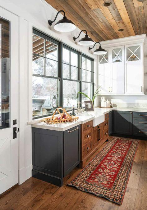 New Kitchen, Kitchen Dining, Kitchen Decor, Kitchen Ideas, Mountain Dream Homes, Distressed Cabinets, Cabin Kitchens, Dream Kitchens, Style Rustique