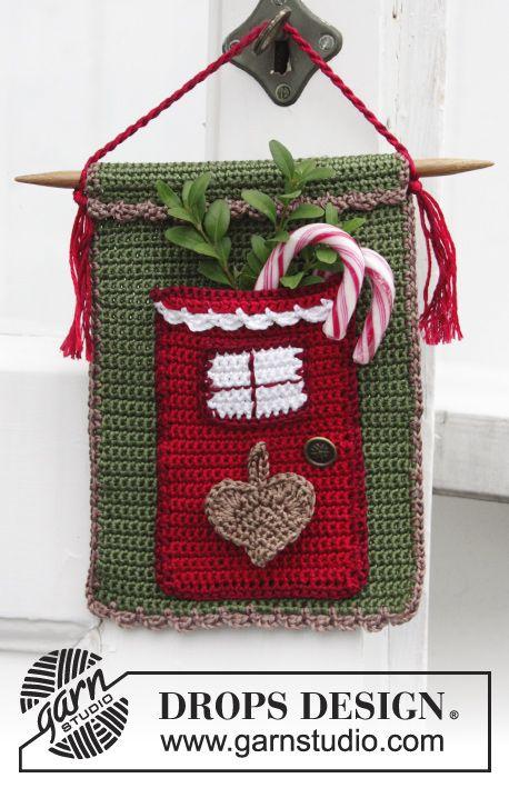 Christmas Treat Advent Calendar With Door For Storing Treats By DROPS Design - Free Crochet Pattern - (garnstudio)