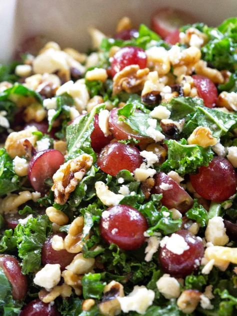 This Grape and Feta Kale Salad is a healthy sweet and salty salad filled with grapes, walnuts, and feta topped with a honey vinaigrette. salad Grape and Feta Kale Salad Kale Salad Recipes, Chicken Salad Recipes, Vegetarian Recipes, Cooking Recipes, Healthy Recipes, Kale Salads, Steak Recipes, Salad Recipes For Dinner, Dinner Salads