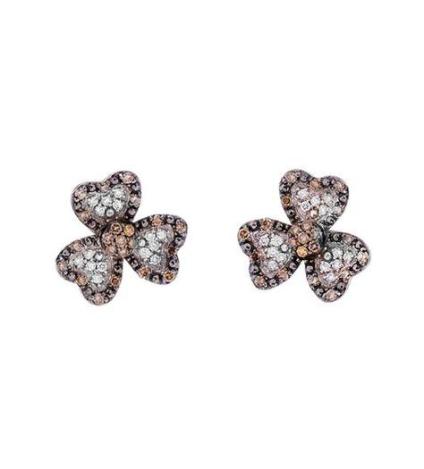 El pendiente LYS es una increíble creación de la firma Navas Joyeros, donde diseño y calidad se juntan en una joya en forma de flor combinada con diamantes negros y marrones.