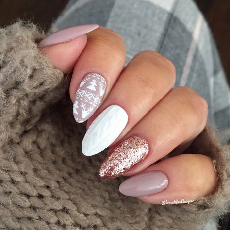 Gorgeous Christmas or winter holiday design. Nails 2019. 3D sweater nails with nudes gel polish, sweater pattern stamping and rose gold foil gel polish.