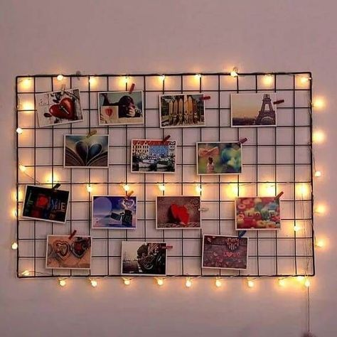 Painel de fotos com luzes no aramado You are in the right place about Room Decor modern Here we offer you the most beautiful pictures about the kid Room Decor you are looking for. When you examine the Painel de fotos com luzes no aramado part of the p Study Room Decor, Room Ideas Bedroom, Teen Room Decor, Room Decor Teenage Girl, Teenage Bedroom Decorations, Diy Room Decor Tumblr, Dorm Room Themes, Birthday Room Decorations, Diy Home Decor Bedroom