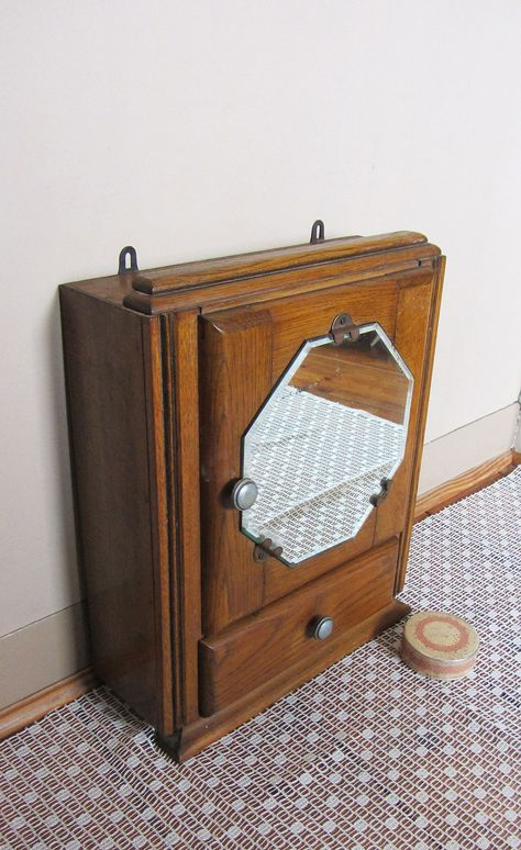 Medicijnkastje Met Spiegel.Klein Frans Medicijnkastje Met Achthoekige Spiegel