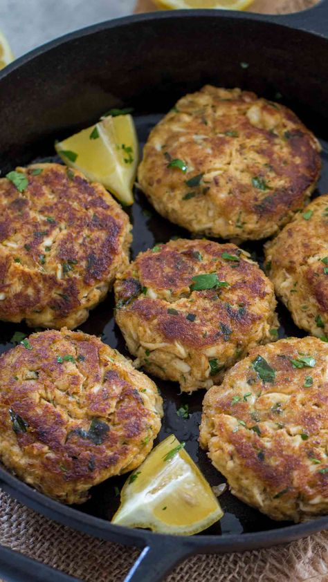 A Crab Cake Recipe that is easy to follow and makes the most amazing crab cakes. Juicy, full of meaty crab chunks and with beautiful fresh flavors. #spendwithpennies #crabcakes #easyrecipe #simplemeal #seafoodrecipe #easycrabcakes