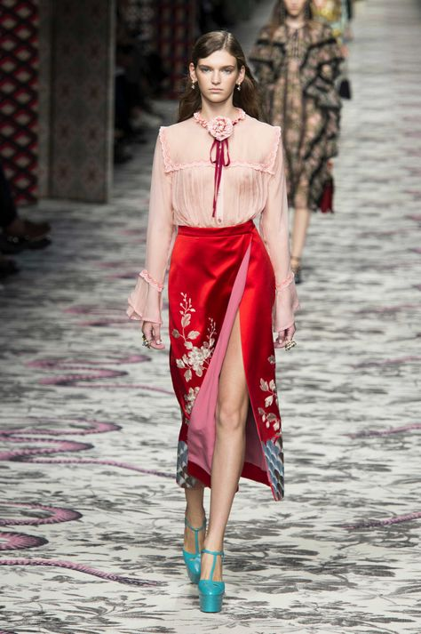 Gucci at Milan Fashion Week Spring 2016 - Runway Photos