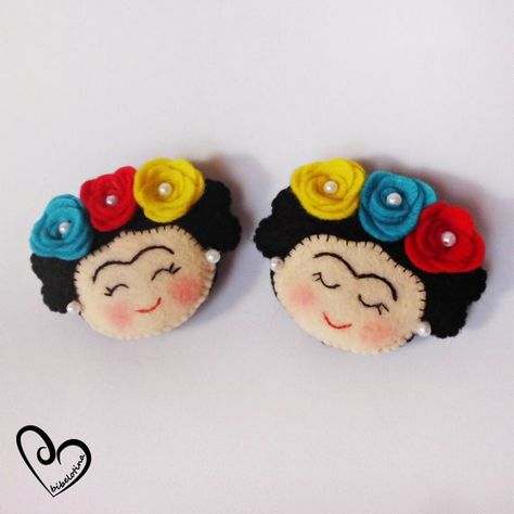 Welcome to my store! These tender key chains made 100% by hand with much love, are ideal for the followers of an icon of all time, a reference for women: Frida Kahlo, character that has inspired us all his vision of the world and the female figure ! The materials used for its manufacture are of