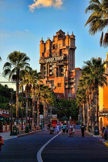 Hollywood Tower of Terror in Disney Hollywood Studios at Walt Disney World. Just don't eat before you ride it. Walt Disney World, Disney Parks, Disney World Fotos, Disney World Pictures, Disney Land Florida, Disney World Rides, Disney Worlds, Disney Disney, Disney Attractions