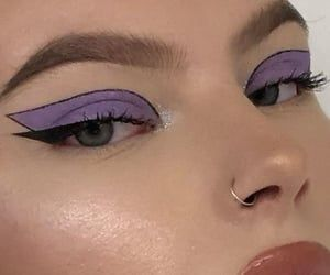 Find images and videos about beauty, aesthetic and makeup on We Heart It - the app to get lost in what you love. Indie Makeup, Edgy Makeup, Makeup Eye Looks, Grunge Makeup, Eye Makeup Art, Cute Makeup, Pretty Makeup, Skin Makeup, 60s Makeup