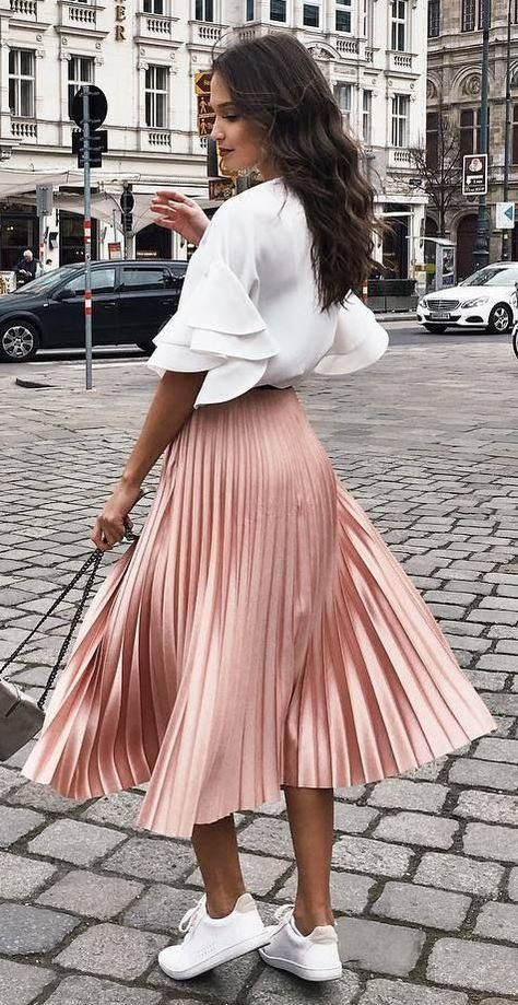 Pleated Skirts Are Fall-winter 2018 Must-have - inspiront.com