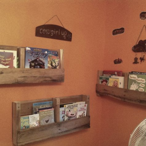 Pallet book shelfs - this project took me less than an hour to make and for my daughters horse themed rustic room they were perfect!