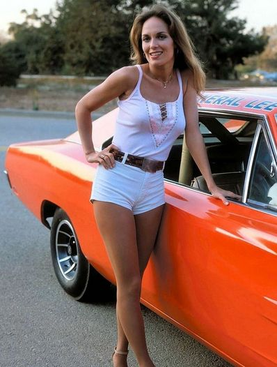 Catherine Bach as Daisy Duke next to the 1969 Dodge Charger known as The General Lee. Catherine Bach, Auto Girls, Car Girls, Volkswagen, Daisy Dukes, Us Cars, Up Girl, Hot Pants, Mopar