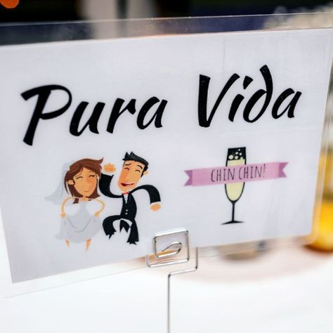 Wedding gifts and favors during reception in Costa Rica - Photos by Kevin Heslin Photography #weddinggifts #weddingfavors #creativeweddinggifts #bridalparty #weddingreception