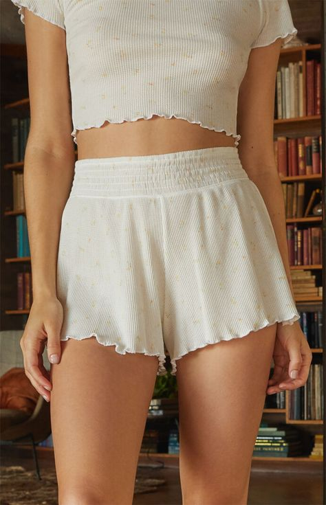 The Hopper Patch Denim Mom Shorts from PacSun are perfect for your quirky personality. It features patched denim with a classic body and a cuffed hem. Lazy Outfits, Cute Casual Outfits, Girly Outfits, Skirt Outfits, Summer Outfits, Fashion Outfits, Stylish Outfits, Tween Fashion, Indie Fashion