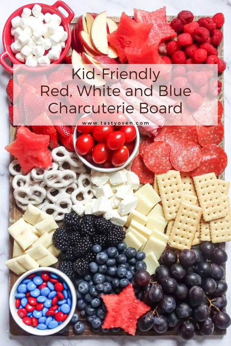 Put together a kid-friendly charcuterie board in 15 minutes! This fun patriotic red white and blue party platter is fun to eat and make! Serve at Memorial Day and of July barbecues. 4th Of July Desserts, Fourth Of July Food, 4th Of July Celebration, July 4th, 4th Of July Camping, Charcuterie Recipes, Charcuterie And Cheese Board, Party Platters, Memorial Day