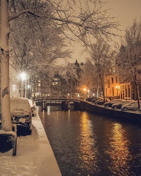 Hi, I'm Gabriel, a photographer based in Amsterdam, The Netherlands. Below you can see a small part of the snowy moments from the most famous places in Amsterdam - Dec Winter Szenen, Winter Magic, Winter Night, Winter Time, Winter Coat, Beautiful World, Beautiful Places, Wonderful Places, Amsterdam Winter