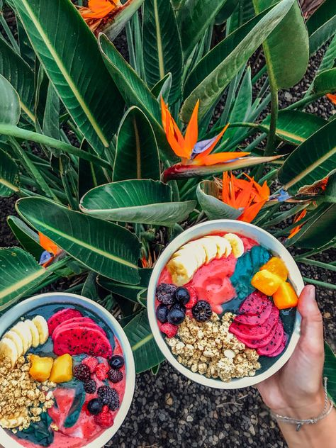 What and where to eat in Maui, Hawaii, including our favorite spots for tropical breakfast, vegetarian sandwiches, and killer cocktails! Maui Food, Bowls, Maui Hawaii, Hawaii Life, Oahu, Wrap Recipes, Vegetarian Sandwiches, Aesthetic Food, Smoothie Bowl