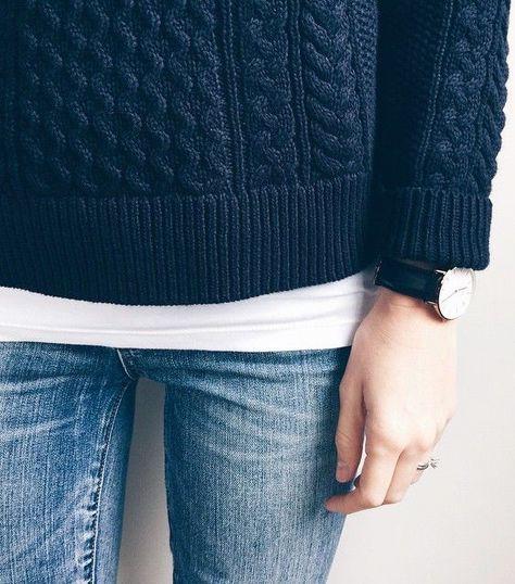 Le pull torsadé bleu marine, un basique aussi indémodable qu'ultra efficace ! (pull Mango - instagram Liesl)