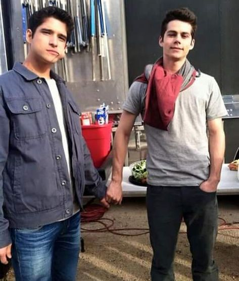 tyler posey and dylan o'brien back on set. ♥ - tyler posey and dylan o'brien back on set. Dylan O'brien, Teen Wolf Dylan, Teen Wolf Cast, Scott Mccall, Tyler Posey, Teen Wolf Memes, Jesse Williams, Jake Miller, Kendall Schmidt