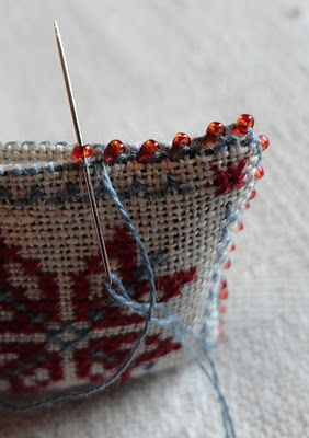 how to make an edge with tiny beads. Perfect for turning tiny designs into pins/brooches, tree ornaments, sachets, etc.