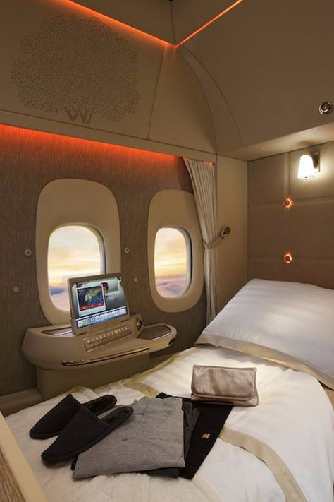 7 Airlines With Luxurious First-Class Perks That Are Out of This World Best First Class Airline, First Class Plane, Emirates First Class, Flying First Class, First Class Flights, Jets Privés De Luxe, Luxury Jets, Luxury Private Jets, Private Plane
