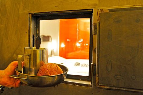 Tierischer Urlaub mit Hund wie im Gefängnis in Spittal an der Drau, Kärnten (c) Hotel Erlebnis Post   Außergewöhnliche Hotels & Unterkünfte mit Hund in Österreich - www.tierischer-urlaub.com. Urlaub mit Hund, Katze & Co