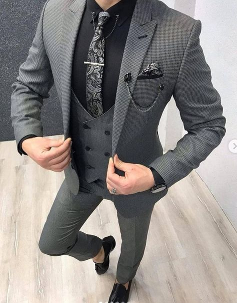 Collection: Spring – Summer 19 Product: Slim-Fit Vest Suit Color Code: Gray Size: Suit Material: wool, poly Machine Washable: No Fitting: Slim-fit Package Include: Coat, Vest and Pants Only