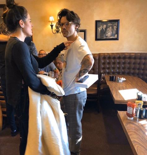 Harry in Los Angeles yesterday Harry Styles Updates, Harry Styles Cute, Harry Styles Pictures, Harry Edward Styles, Harry Styles With Baby, Eleanor Calder, Perrie Edwards, Michael Clifford, Liam Payne