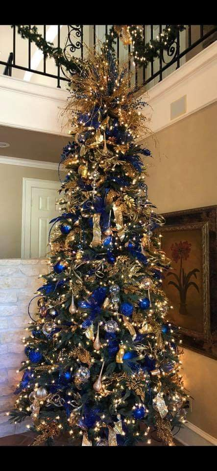 30 Golden Christmas Tree Ideas That Expresses Opulence Elegance Blue Christmas Tree Decorations Gold Christmas Decorations Gold Christmas Tree Decorations