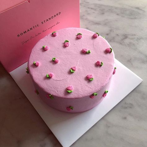 Pretty Birthday Cakes, Pretty Cakes, Mini Cakes, Cupcake Cakes, Frog Cakes, Cupcakes, Kreative Desserts, Simple Cake Designs, Simple Cakes