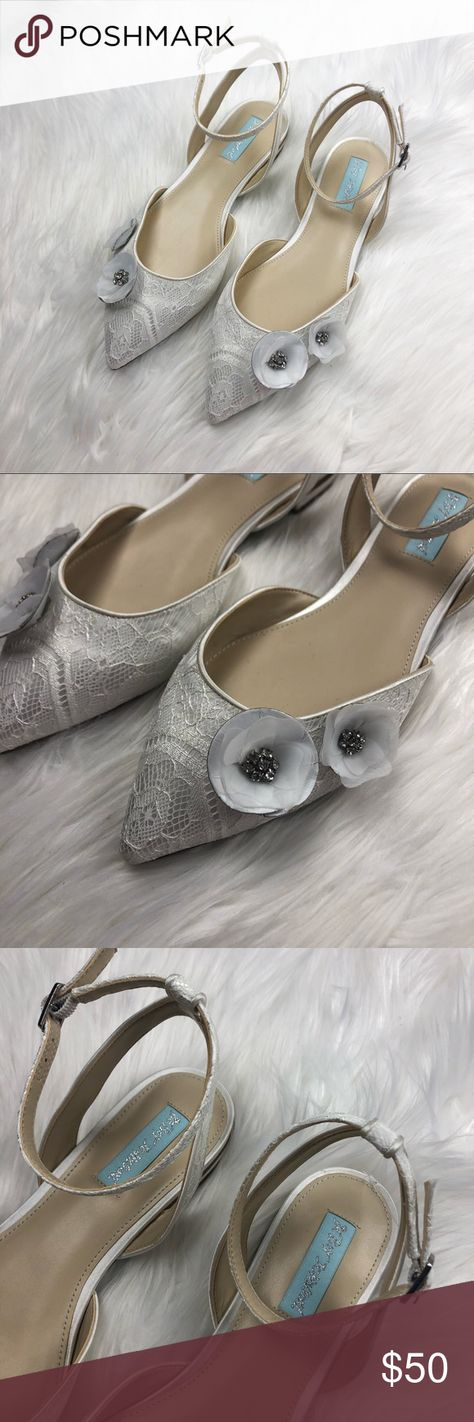 d5859148f4f0 Betsey Johnson White Lace Bridal Wedding Flats Excellent pre owned  condition! Size 9. White
