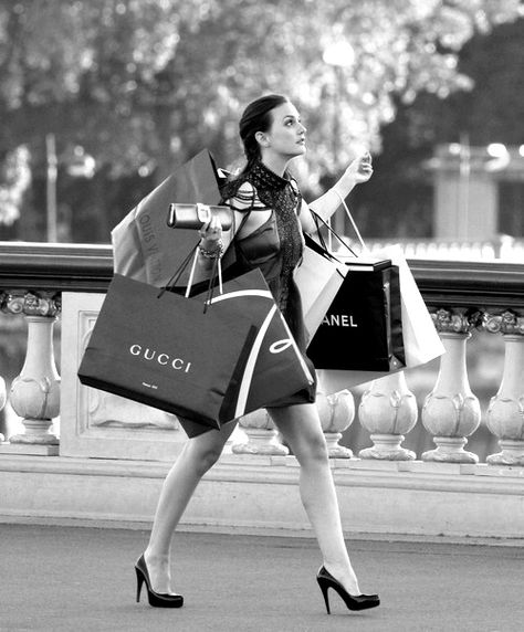 """Blair Waldorf in Paris: """"Whoever said that money doesn't buy happiness didn't know where to shop"""""""