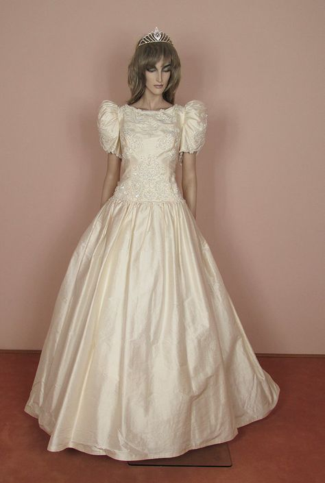 Robe de mariée des années 80 - Vintage des