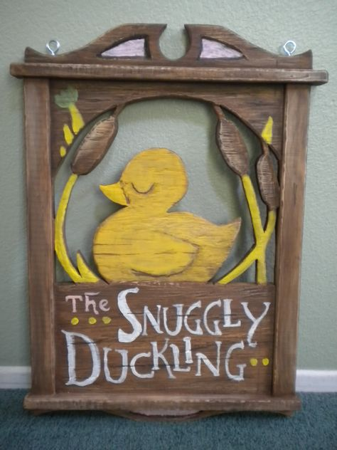 The Snuggly Duckling! For a Tangled theme. Disney Diy, Casa Disney, Deco Disney, Disney Home Decor, Disney Tangled, Disney Crafts, Disney Kitchen Decor, Tangled Wedding, Tangled Party
