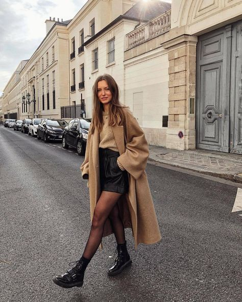 Get the shorts for 13 at Zara Wheretoget You can find Shorts and more on our website.Get the shorts for 13 at Zara Wheretoget Winter Fashion Outfits, Fall Winter Outfits, Autumn Winter Fashion, Fashion Spring, Winter Style, Autumn Look, Winter Clothes, Shorts In Winter, Outfits For Paris