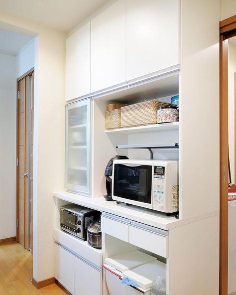 動線を意識したキッチン収納 扉も開閉しやすいサイズ設計 造作家具