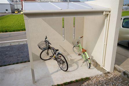 石川県 小松市 白で統一されたトータル外構と見えない自転車置き場 外