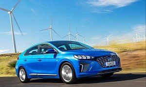 2020 Hyundai Ioniq Hybrid Facelift Rendering Has Cool Headlights A Couple Of Months Ago We Got To See The First Cars Autos Autom Hyundai Facelift Bmw Car
