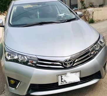 Toyota Corolla Gli Automatic 2015 Model For Sale Toyota Corolla Toyota Hatchback Cars
