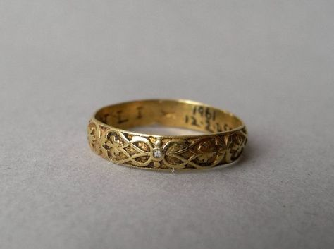 Black Hills Gold Jewelry Gold posy ring with inscription. Chased exterior decoration with repeating interlace pattern incorporating foliate motifs, with remains of white, black and gold enamel. Medieval Jewelry, Ancient Jewelry, Victorian Jewelry, Antique Jewelry, Vintage Jewelry, Bling Bling, Gold Gold, Black Hills Gold Jewelry, Cute Jewelry
