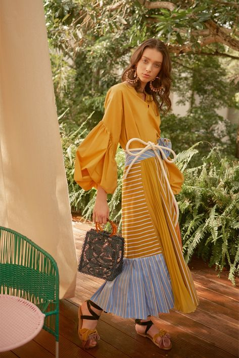Silvia Tcherassi Resort 2019 collection, runway looks, beauty, models, and reviews.