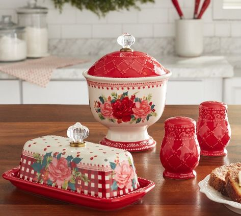 Brand New Pioneer Woman Butter Dish , Candy Jar and Salt & Pepper Shakers Pioneer Woman Set, Pioneer Woman Kitchen, Pioneer Woman Chicken, Pioneer Women, Candy Bowl, Candy Dishes, Pioneer Woman Dinnerware, Hot Chocolate Bars, Crystal Knobs