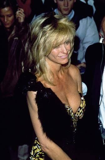 Farrah Fawcett man she was something what a gorgeous Cougar she had some very hot boobs and cleavage ❤❤❤❤❤