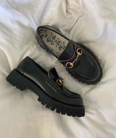 Sock Shoes, Cute Shoes, Me Too Shoes, Aesthetic Shoes, Aesthetic Clothes, Mein Style, Dream Shoes, Mode Inspiration, Loafers Men