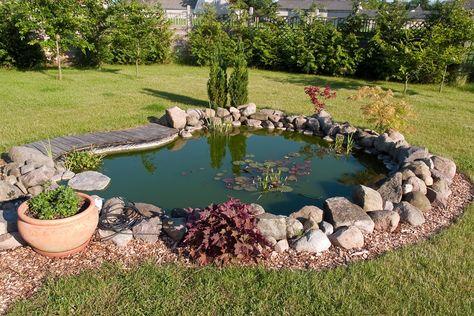 Kleiner Gartenteich garten Pinterest Kleiner gartenteich - bachlauf im garten anleitung
