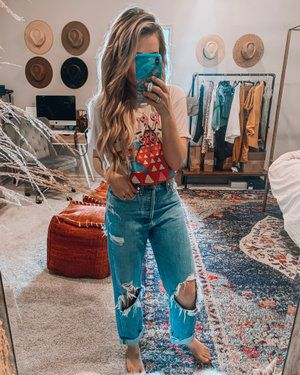 Stunning 38 Captivating Women Western Style Ideas That Can Inspire You Source by gloofashionideas boho Country Style Outfits, Southern Outfits, Country Fashion, Boho Fashion, Fashion Outfits, Cowgirl Style Outfits, Texas Fashion, Southern Fashion, Cowgirl Fashion