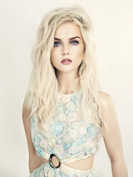 Hey, I'm Perrie. I'm 20 and single. Luke is my brother. I love music and play just about every instrument.