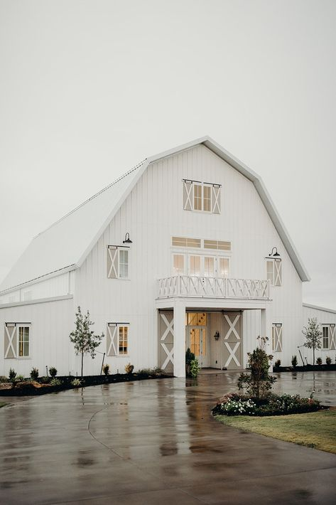 Real Wedding: Abigail + Austin :: Modern White Barn Wedding with Romantic Brunch Details Abigail married Austin in a Theia lace wedding dress with flowy sleeves, and it was the perfect modern yet vintage wedding dress for a wedding at a barn. Modern Wedding Venue, Barn Wedding Photos, Wedding Venues Beach, Barn Wedding Venue, Farm Wedding, Wedding Night, Brunch Wedding, Modern Wedding Dresses, Farmhouse Wedding Venue