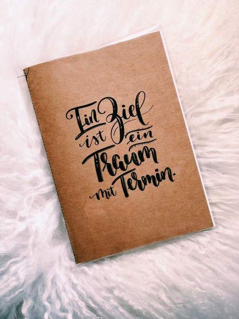 Ein Ziel ist ein Traum mit Termin. Handgemachtes Notizheft mit 20 Seiten, Cover mit selbstgestaltetem Lettering. Format Din A5